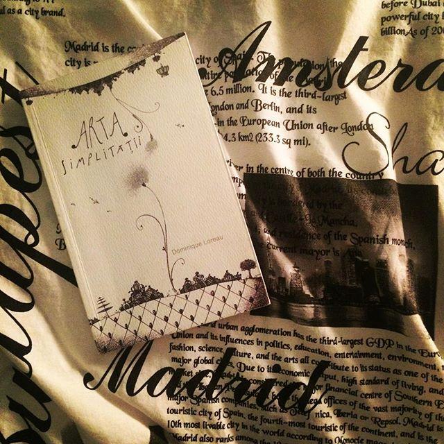Friday night activities @ home #baroquebooks #readmyheels #bookstagram #simplicity #minimalism