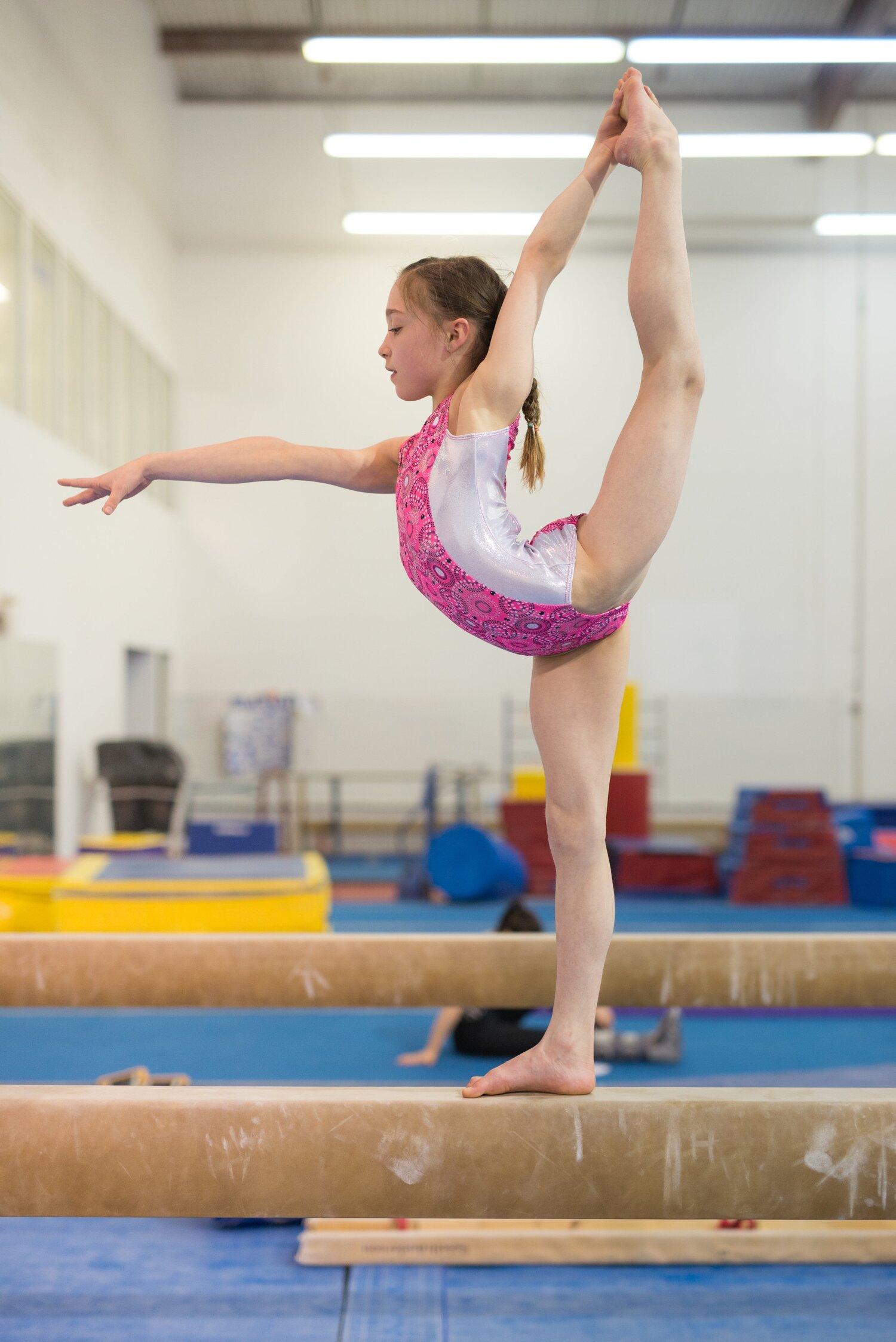 Sexy teen gymnast