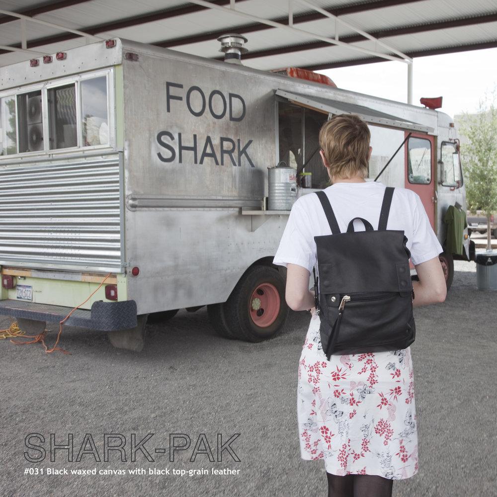 R-shark-pak 823.jpg