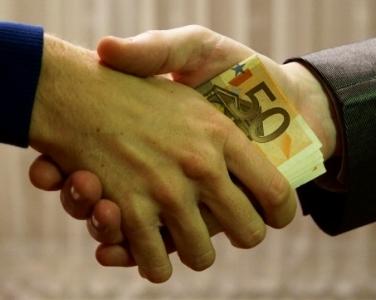 bribe-euros-poignee-de-main_public domain.jpg