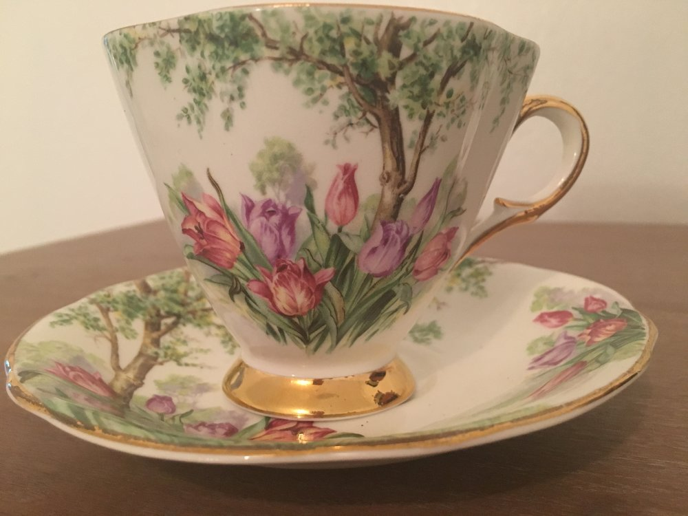 Beautiful Windsor Tulip pattern cup and saucer, made in England ... a recent gift from Lisa's friend, Francis ... I love it!
