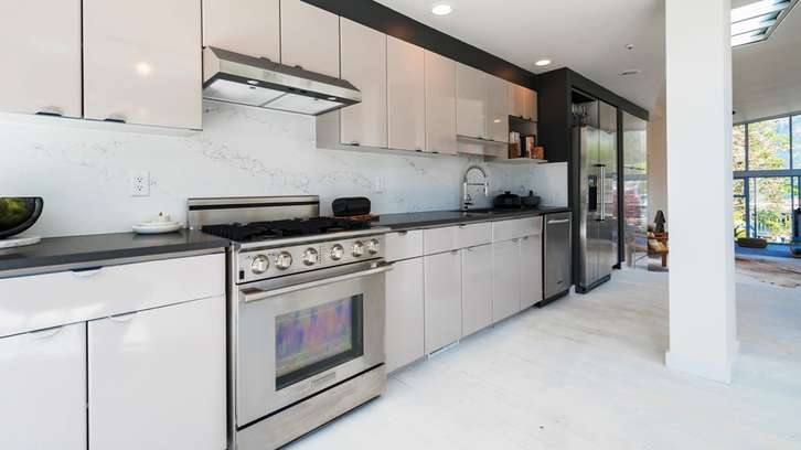 06_6438BayStreet_HorseshoeBay_WestVancouver_Luxury_Estate_Home (22).jpg