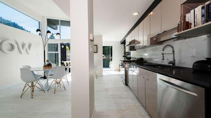 04_6438BayStreet_HorseshoeBay_WestVancouver_Luxury_Estate_Home (18).jpg