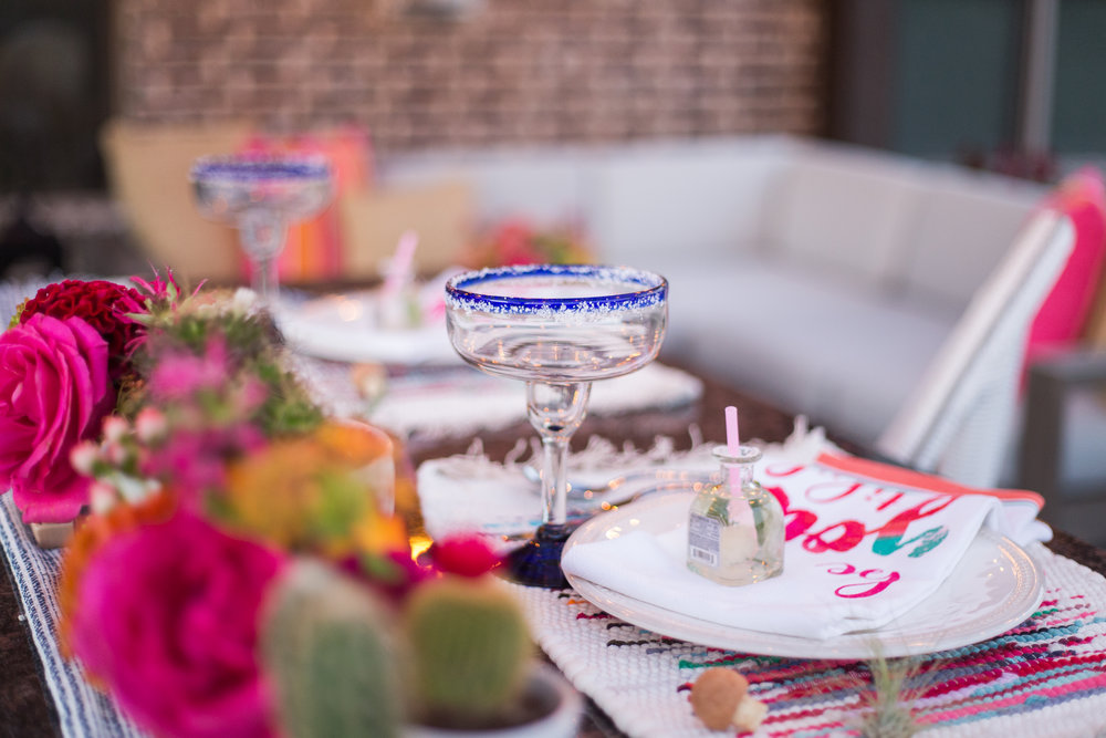 fiesta-tablescape-with-cactus-and-blue-rimmed-margaritas-glasses