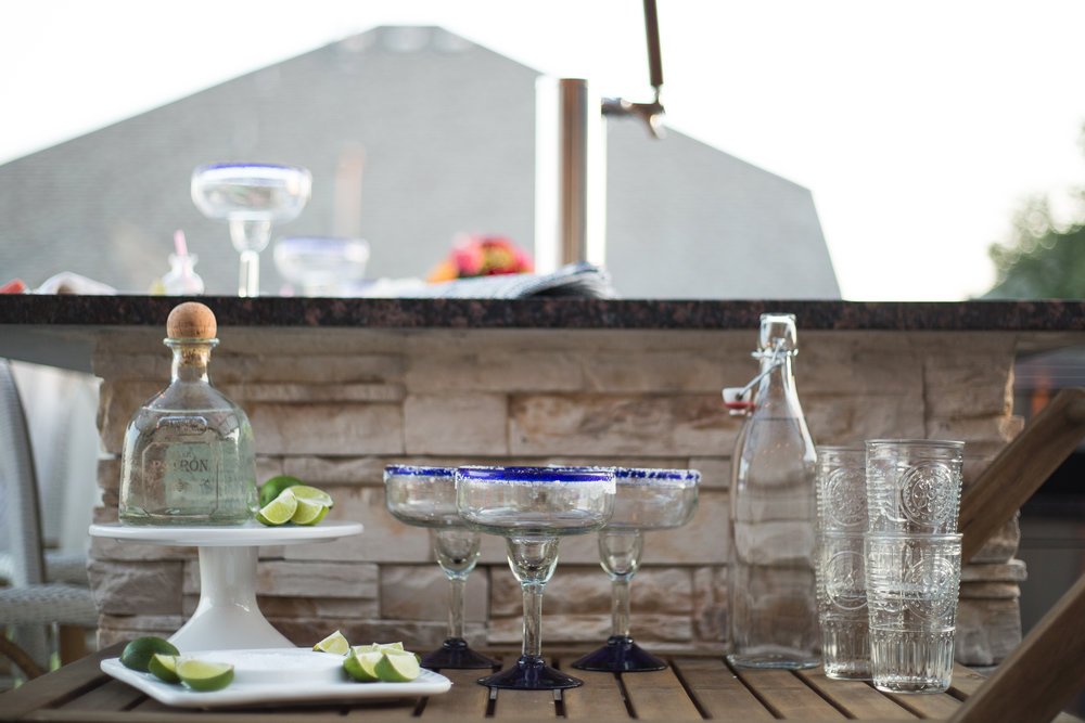 outdoor-barcart-for-margaritas