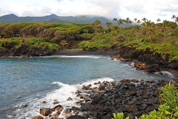 "Pa'iloa (aka ""Black Sand Beach"")"
