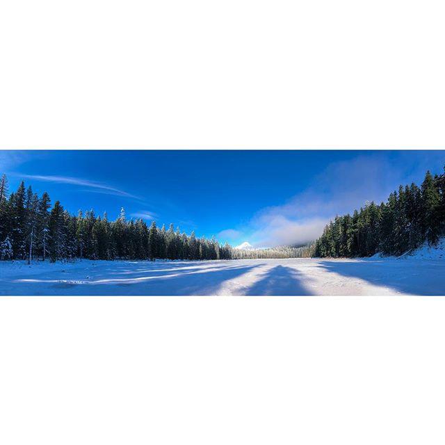 Frozen Frog Lake 🔹 🔹 🔹 🔹 🔹 🔹 #mthoodmedia #mthood  #visualsoflife #northwestisbest #northwest #pnw #thatpnwlife #pnwcollective #pnwonderland #pnwdiscovered  #exlporeoregon #nw #adventurevisuals #nw #oregon #pacificcresttrail #pct #dji #kgw #kgwweather #nature #fall #winter