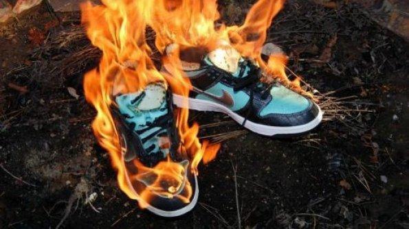 ruzne-fake-burning-fake-nike-dunk-sb-tiffany-burning-7-595x334.jpg