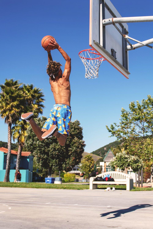 kid dunks basetball.jpg