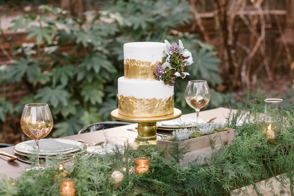 White and Gold Wedding Cake | Ademurelife