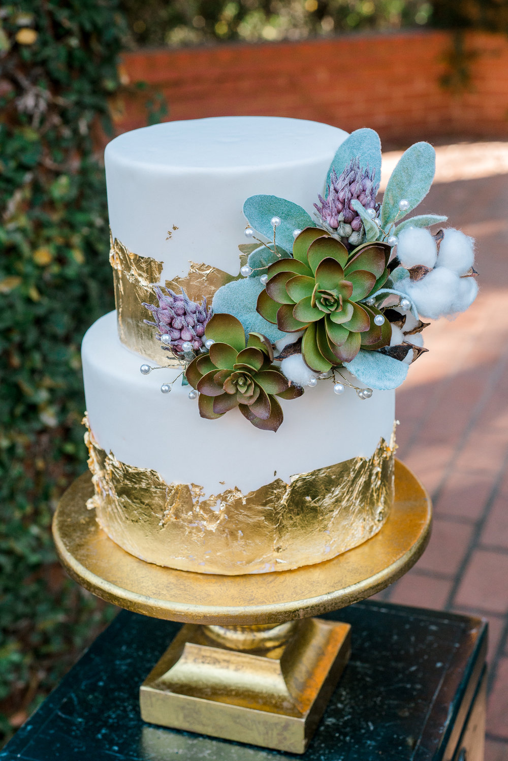 White and Gold Wedding Cake | Ademurelife Fashion Blog