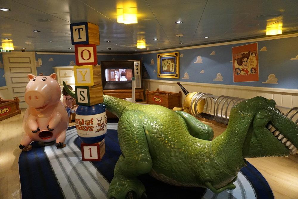 disney-cruise-oceaners-club-3.JPG