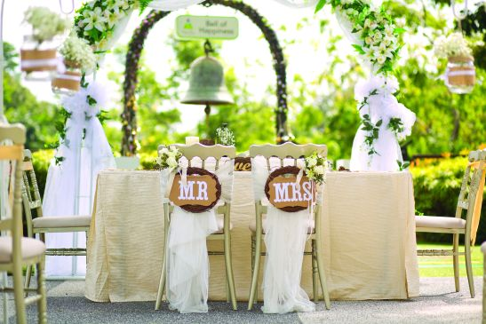 Newlywed Table with Arch in the Garden - One Faber Group