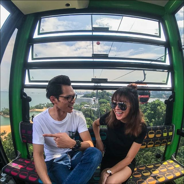 Everything's better when you're hangin' out with your #bff 300 ft in the air. 🚀 . . . #OneFaberGroup #memories #delight #escape #escapade #sgig #exploreSG #IGSG #memories #delight #escapade #singaporecablecar #cablecars #cablecar #cablecarride