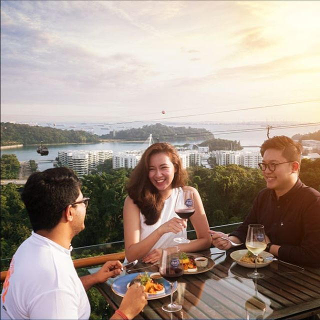 There's no better way to end a long work day than with great friends, great food and great views at #DuskSG. 🌄 . . . #OneFaberGroup #faberpeaksg #memories #delight #escape #escapade #exploreSG #IGSG #rejuvenate #relax #chill #beverage #foodie #foodies #sgfoodies #feast #sunset #goldenhour