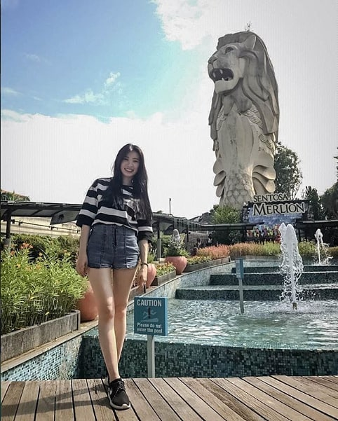 It's not mer-ly a pic with the #SentosaMerlion – it's a shot with a legend. 😎🦁 📷: @daphne9143 . . . #OneFaberGroup #WingsOfTime #sgig #exploreSG #IGSG #memories #delight #escapade #travel