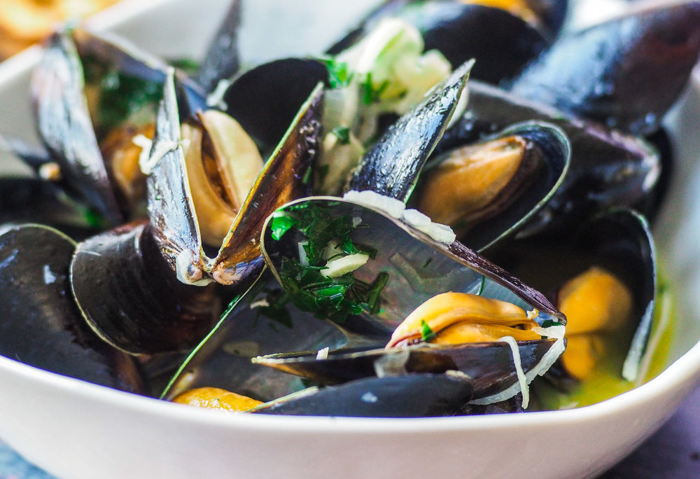 Steamed Mussels w/Wine and Herbs