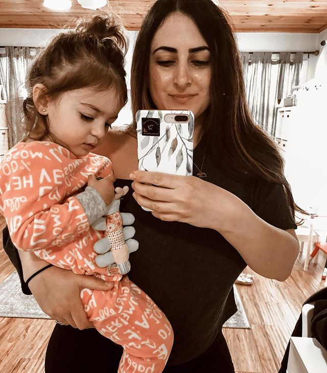 A little about my day yesterday. It was my first day of work at the Federal Court and I was nervous as hell. Ella woke up determined to keep me home at all costs- I literally put on my concealer with my finger while carrying her (kinda like this pic). She wept and threw a tantrum. I managed to make a smoothie and by the time I got there I realized the chia seeds were stuck in my teeth. To my surprise, the media had totally taken over the streets because apparently Lori Loughlin was coming to court! Yay for her, NAY FOR ME. I found a parking lot almost a mile away and ran like a moron. I was 11 minutes late on my first day.🤦🏻♀️ So today these eye patches are much needed. Except Ella hated them and she cried so I ended up taking them off. Dark circles forever peeps, dark circles forever😌 #patchology #HERPatchology #ambpatchology #ambcollab