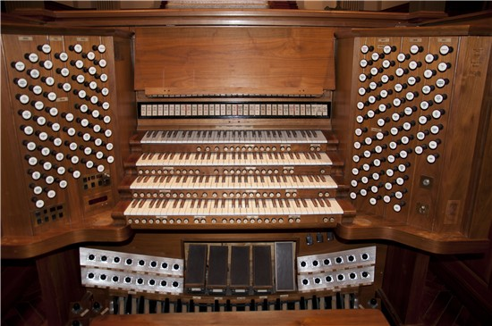 The console of St. Paul's 1952 85 rank Möller organ
