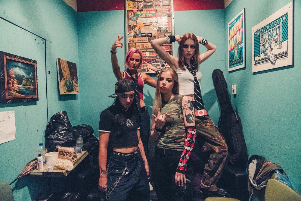Avril_Lavigne_The_Beaches_Elwins_3.jpg