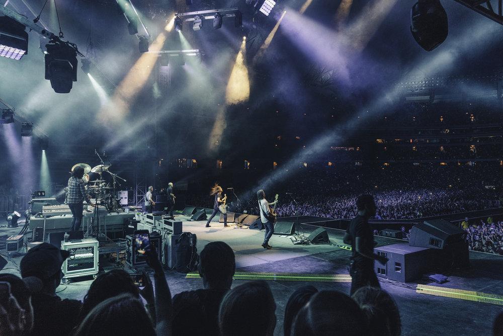 Foo_Fighters_Toronto_Born_Razed_1.jpg