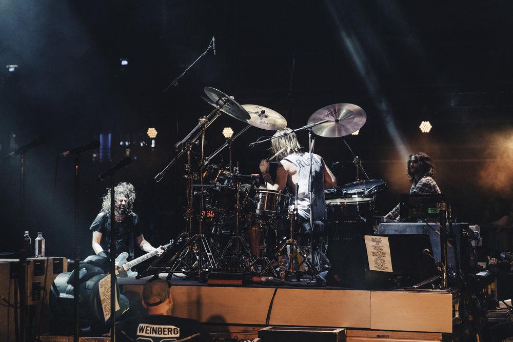 Foo_Fighters_Toronto_Born_Razed_14.jpg