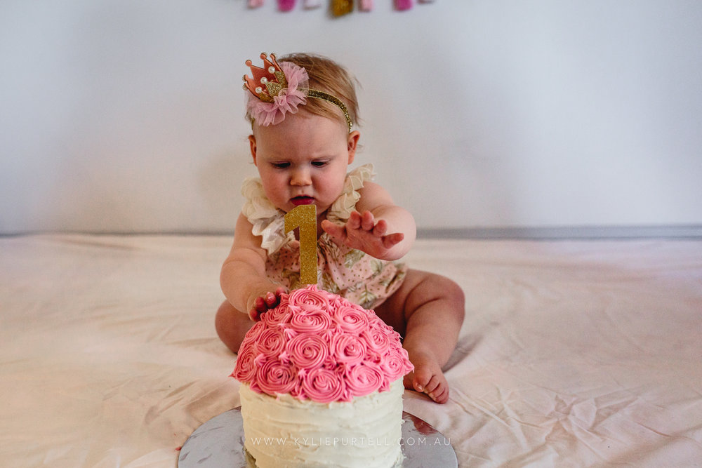 Florence 1st Birthday Cake Smash-2.jpg