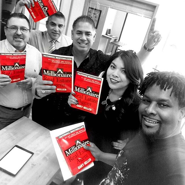 """It is what you read when you don't have to that determines what you will be when you can't help it."" ― Oscar Wilde 📕✨ Book club in full effect! This months read is The Millionaire Real Estate Agent by Gary Keller! If you are interested in masterminding with us, slide into my comments or DM's and let me know. And S/O to Enoch for putting this together! 🙏🏽"