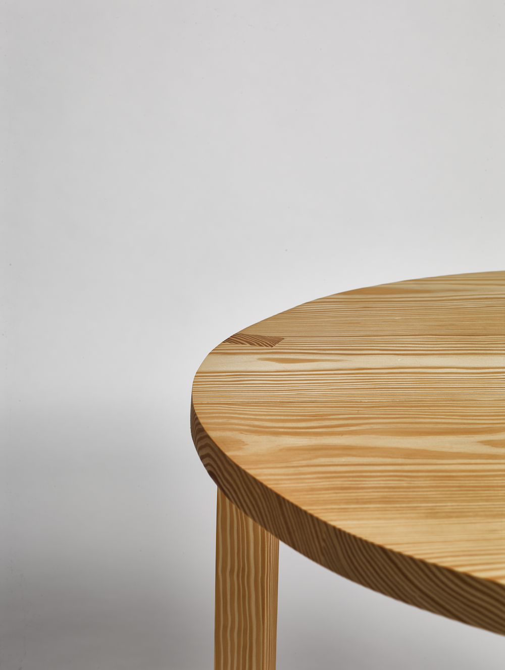 round table pine wood detail