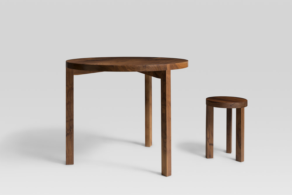 R01 walnut round table and stool