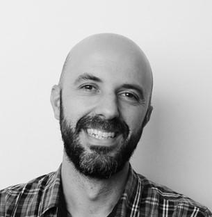 TIAGO TAVEIRA | LÍDER DE PROJETO É Design Thinker Sênior na Echos - Laboratório de Inovação. Atuou como coordenador de conhecimento e analista de inovação no grupo Fleury e no Itaú, tendo treinamentos com a Ideo e o desenvolvimento de projetos complexos no sistema financeiro e na área da saúde.