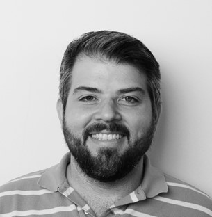 MARIO ROSA | GERENTE DE NEGÓCIOS Gerente de Negócios da Echos, Brand Strategist e Design Thinker. Acredita que estamos vivendo um novo paradigma de visão de mundo e que o design concentra as habilidades necessárias para desenhar novos cenários e construir um futuro mais equilibrado. Atuou na Tatil por 5 anos como estrategista e desenvolveu projetos de branding e experiência para clientes como Comite Olímpico e Paralímpico (case premiado da marca Olímpica e Paralímpica Rio 2016), Natura, Philips, Nokia, Coca Cola, Renault. Além de ter atuado também como consultor em parceria com agências de branding para clientes como IPPLAN, Caixa e OCB (Organização das Cooperativas do Brasil).