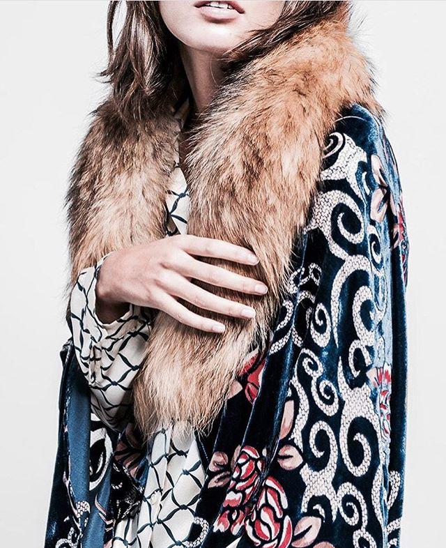 Original and handmade velvet & fur kimono...beautiful 💙Just a few days! Get it at @flyingsolonyc #comastore #soho #designedinspain #handmade #kimono #bestgift #unique #shoponline #popup #craftedinspain #fashion #style