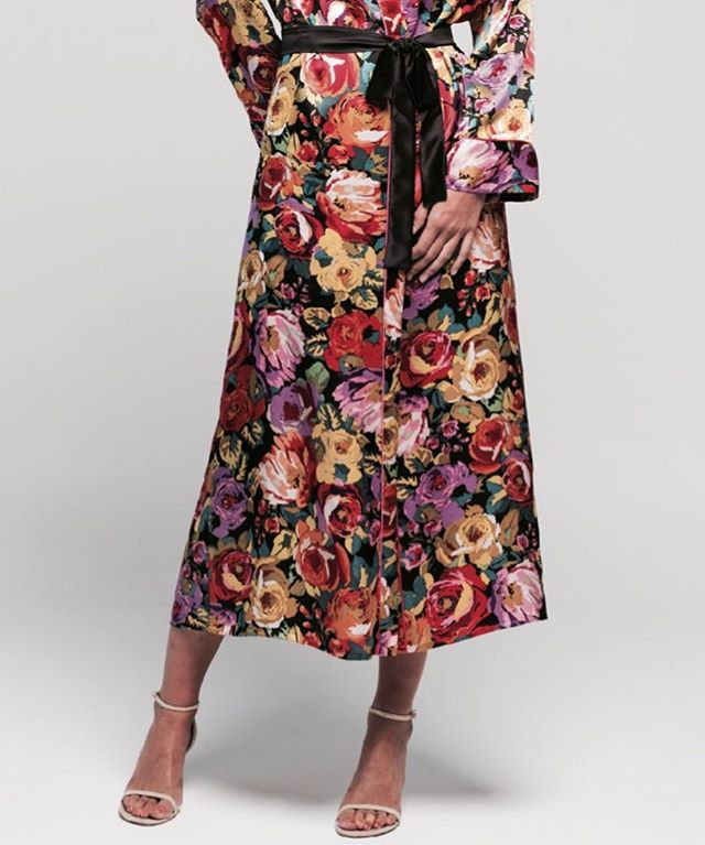 Flower power 🌺 silk kimono... #piezasunicas @flyingsolonyc #kimono #silk #comastore #justnovember #marketplace #spanishdesign #unique #original #popup #shoponline #newyork #manhattan #soho