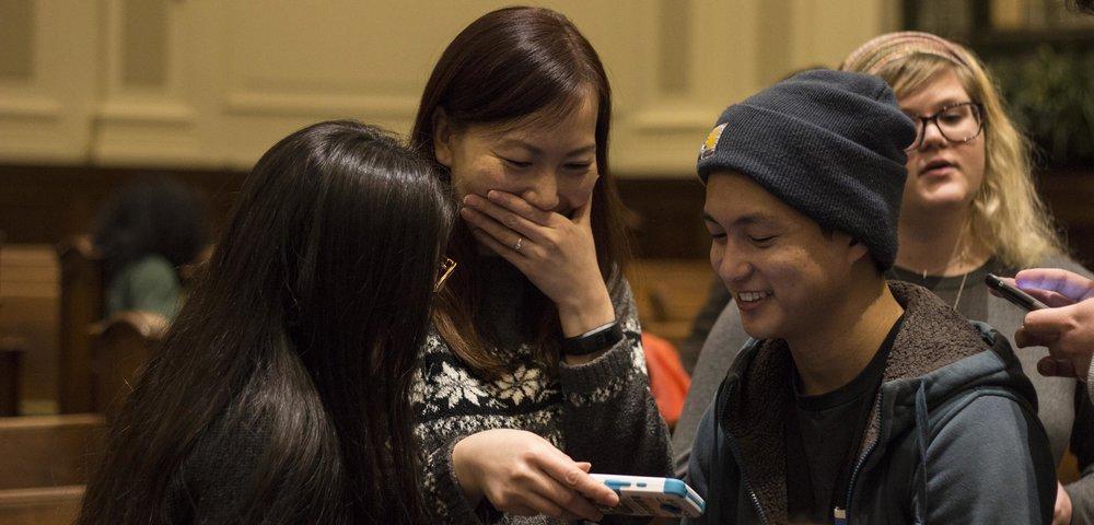 jisoo laughing.jpg