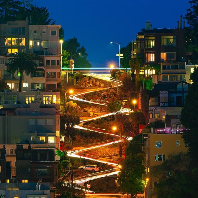 "Lombard street living up to its reputation as the ""crookedest"" street in the world. And possibly the slowest 🤣 • • • #sanfrancisco #lombardstreet #lombard #sanfranciscocityguide #bayarea #nowrongwaysf @sfgate #streetsofsf #wildbayarea #onlyinsf #wildcalifornia #mysanfrancisco #wildcalifornia #sfgate #sfpulse @bucketlisters #thesanfrancisco"