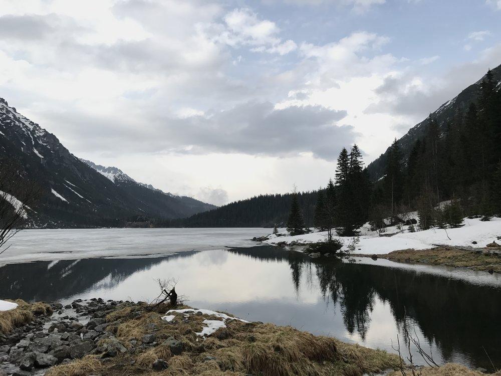 View across Morski Oko Lake