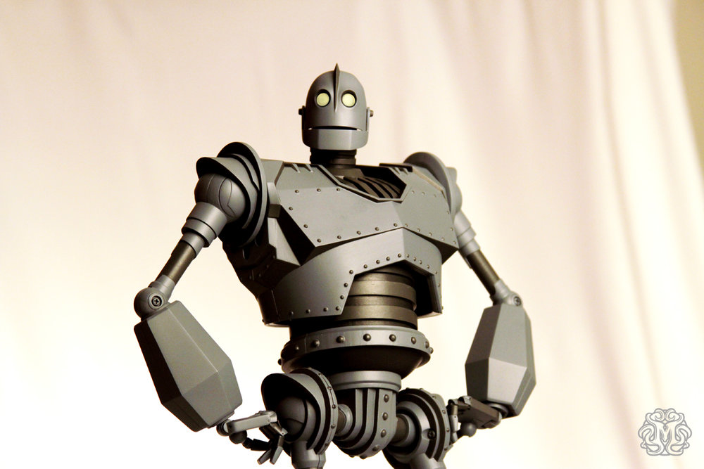 Iron-Giant-figure-Mondo_IG2_o.jpg