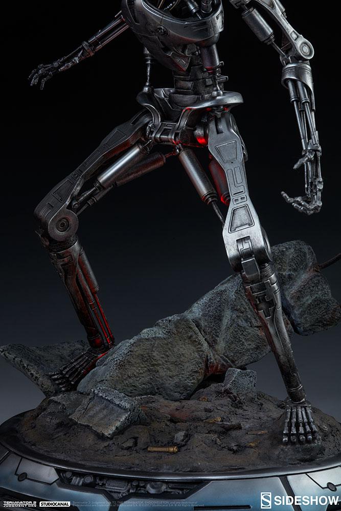 terminator-2-terminator-t-800-endoskeleton-maquette-sideshow-300157-08.jpg