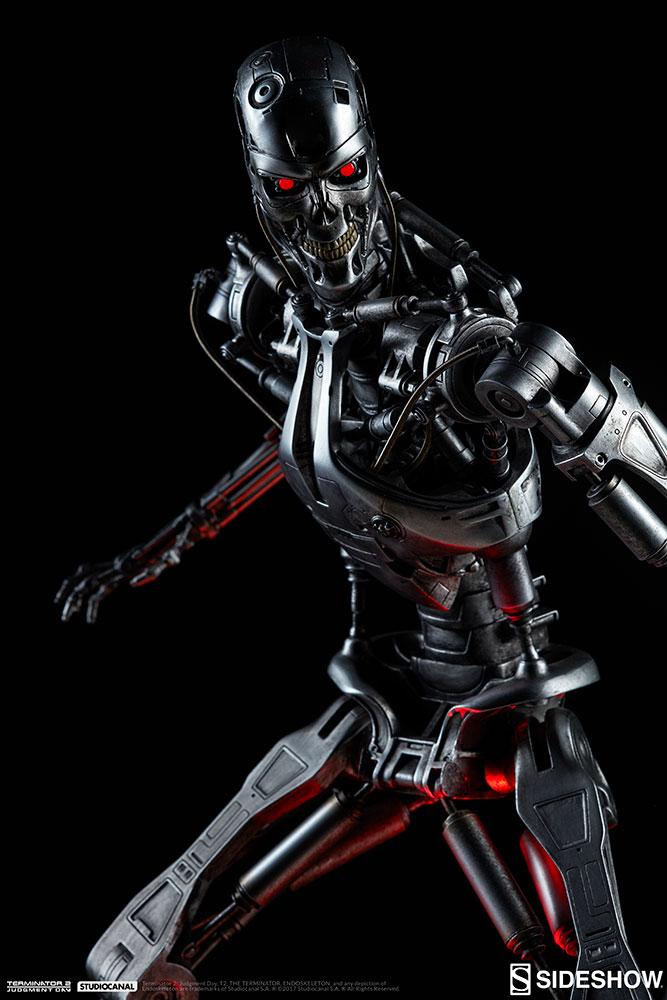 terminator-2-terminator-t-800-endoskeleton-maquette-sideshow-300157-06.jpg