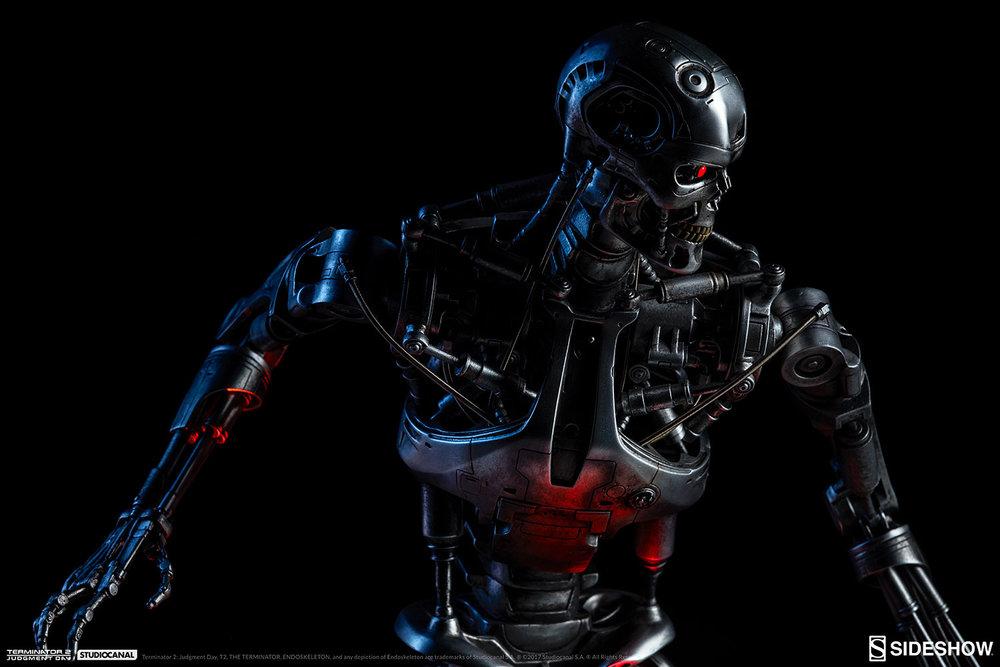 terminator-2-terminator-t-800-endoskeleton-maquette-sideshow-300157-03.jpg