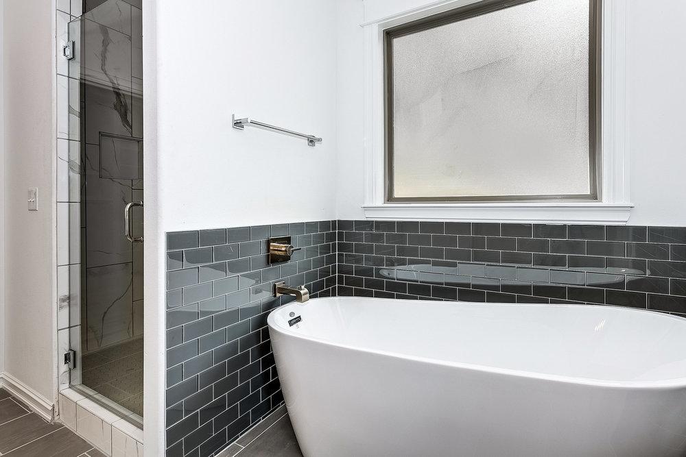 10749 S 96th E Pl Tulsa OK-print-018-26-Master Bathroom-3000x2000-300dpi.jpg