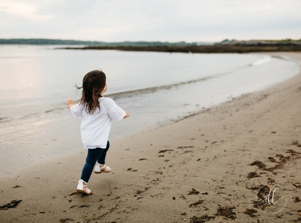 maine-family-childhood-toddler-beach-candid-photographer.jpg