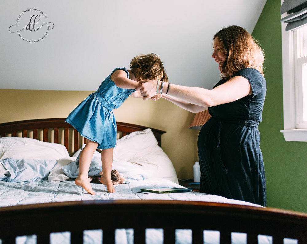 maine-in-home-relaxed-fun-session-portland-family-lifestyle-photgorapher.jpg
