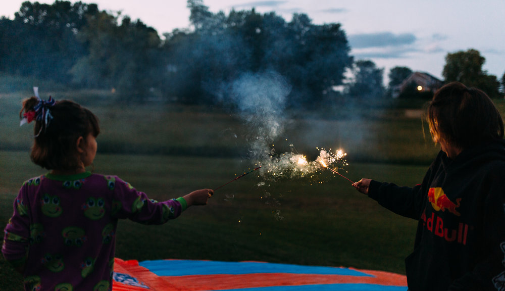 4th-july-fireworks-sparklers-documentary-family-party-photography-2.jpg