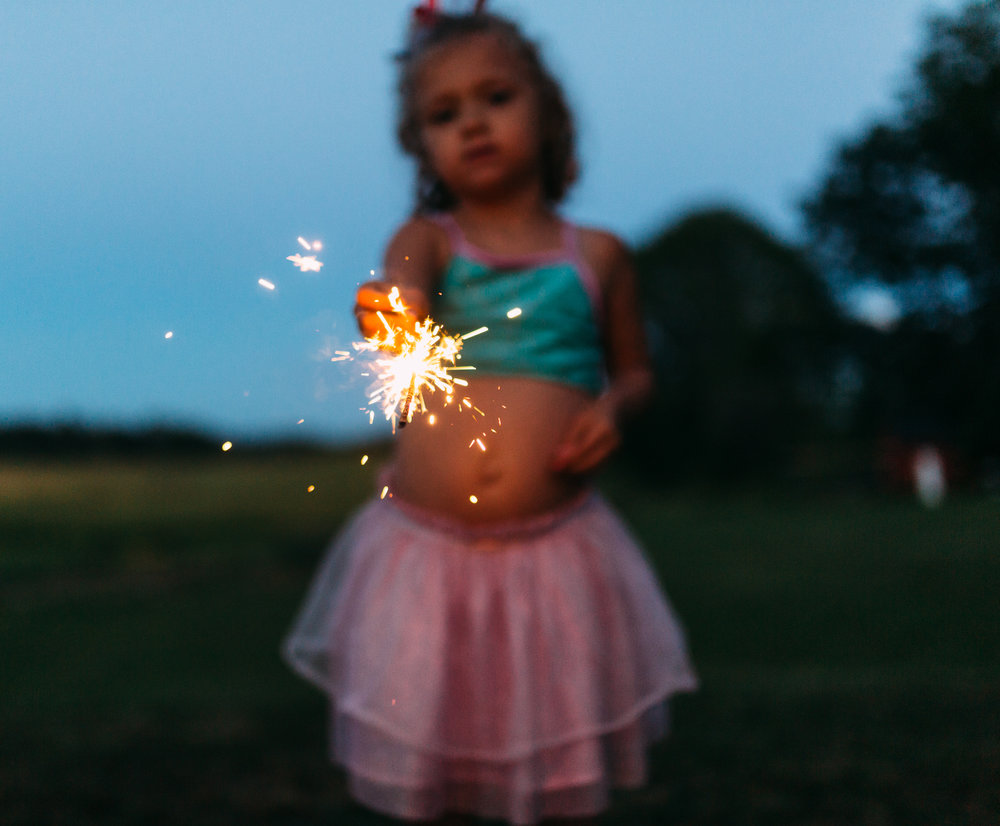 4th-july-fireworks-sparklers-documentary-family-party-photography-1.jpg