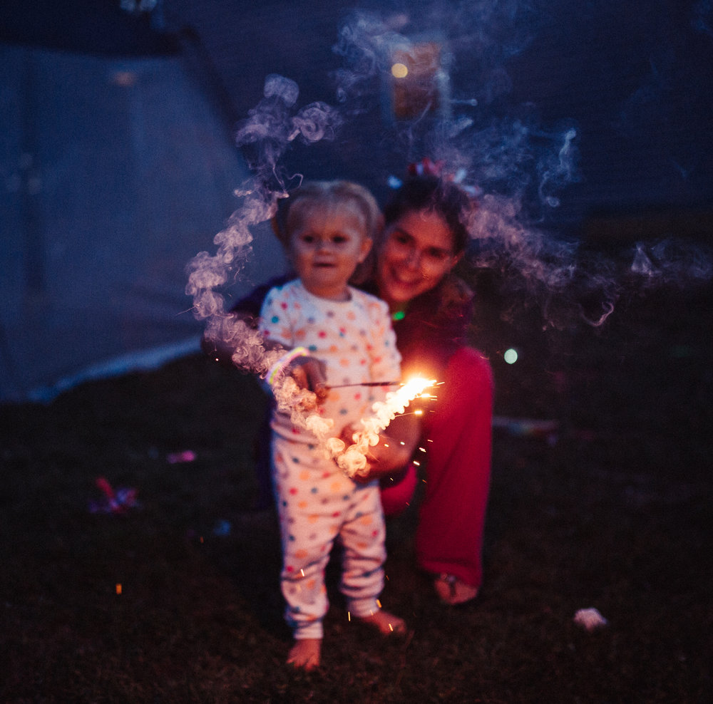 4th-july-fireworks-sparklers-documentary-family-party-photography-5.jpg