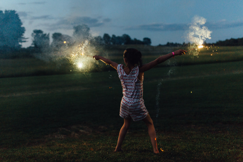 4th-july-fireworks-sparklers-documentary-family-party-photography-8.jpg