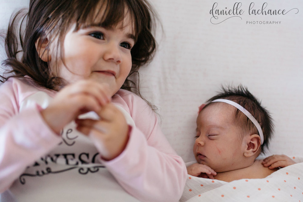 maine-newborn-lifestyle-session-siblings-sisters.jpg