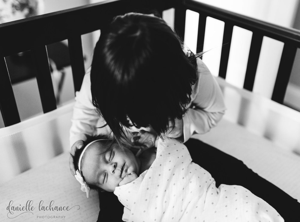 maine-sibling-newborn-sisters-photography.jpg